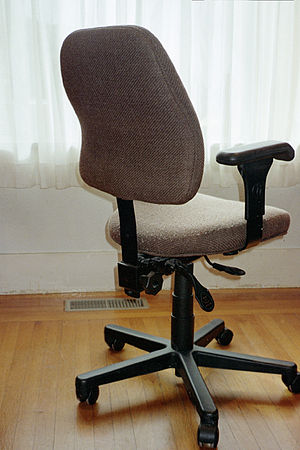 Kursi kantor ergonomis
