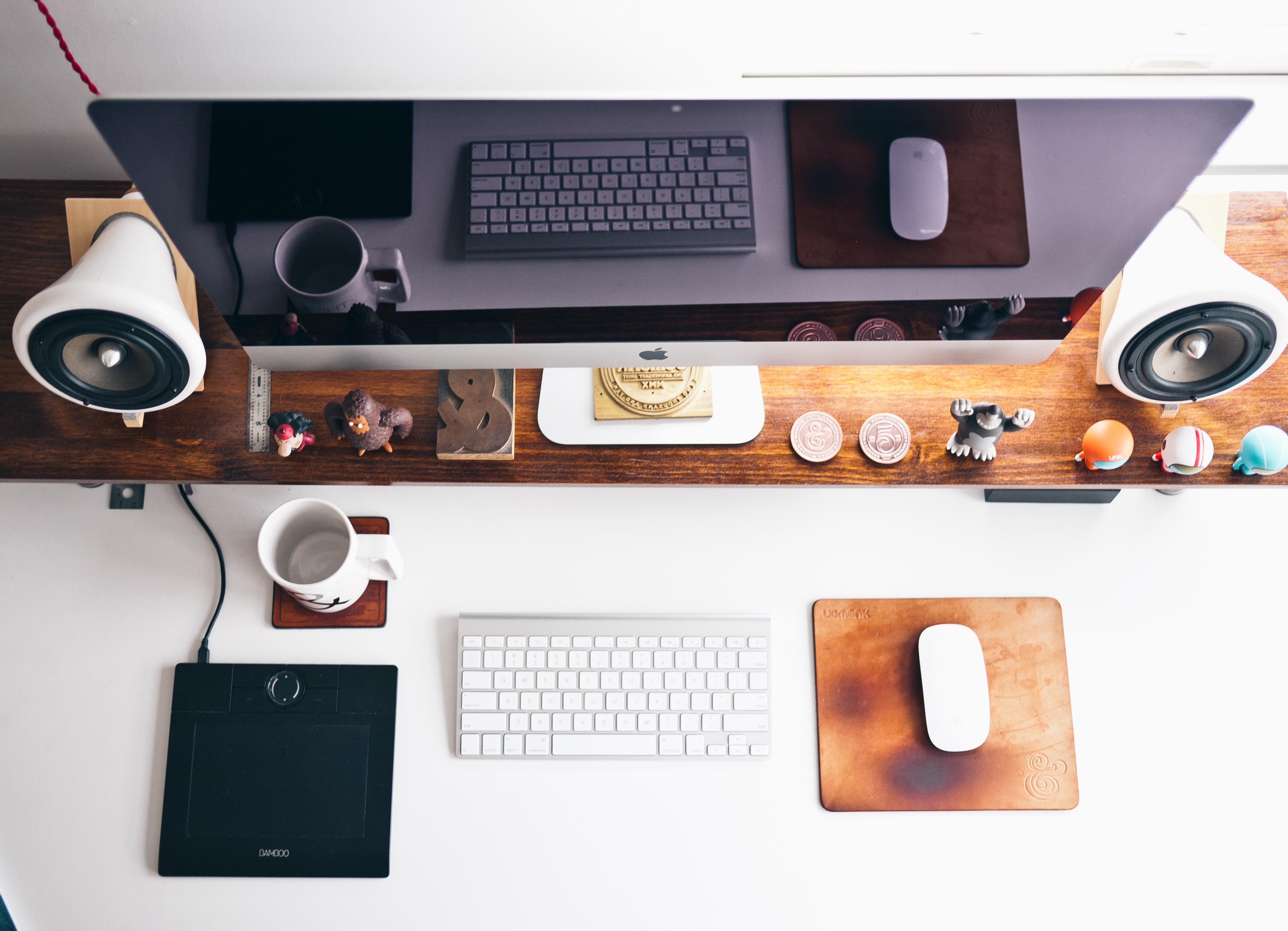 meja kantor tertata