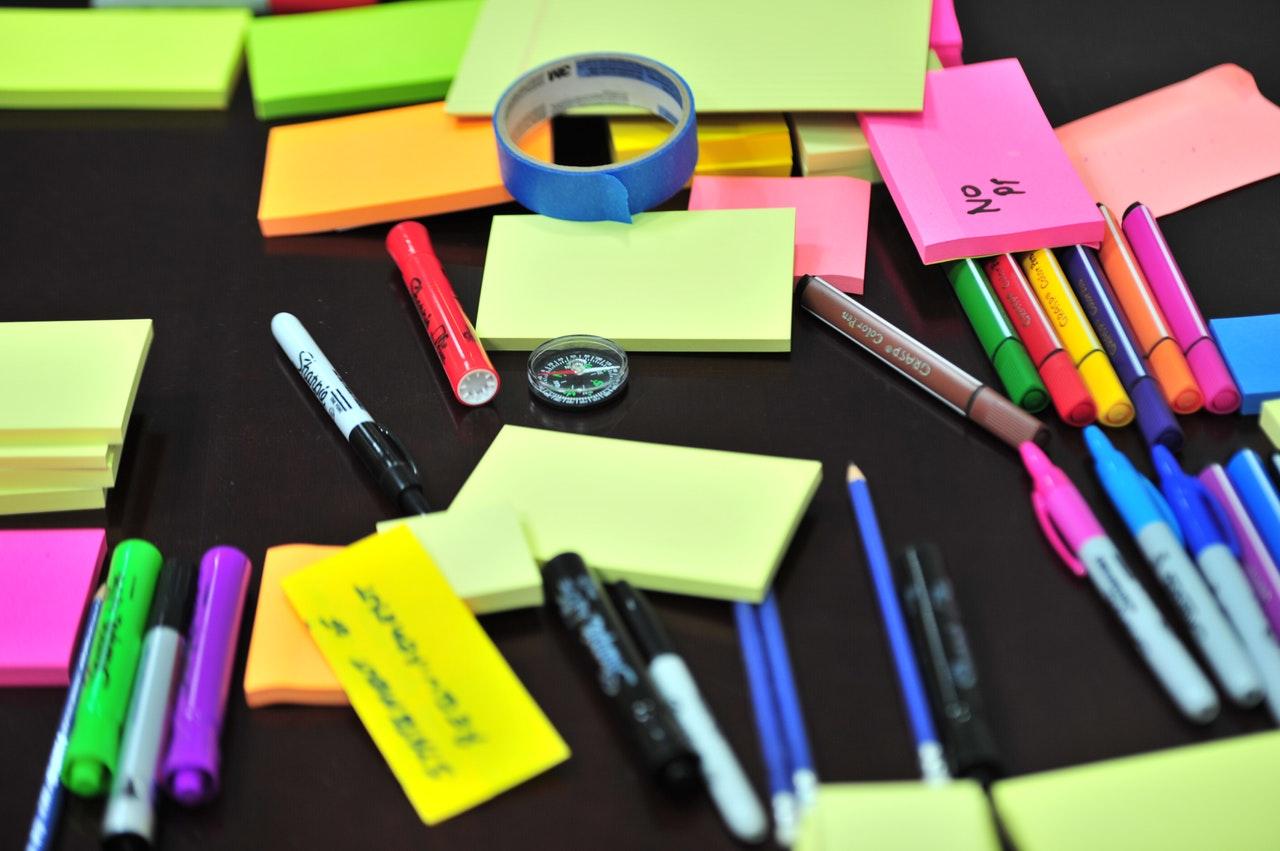 Merapikan File dan Alat Tulis