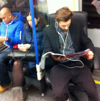 Kursi, Pria Ini Membawa Kursi Pribadi Ke Dalam Kereta