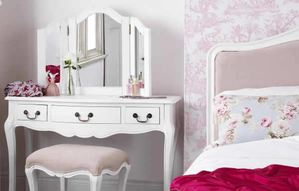 tren furniture masa kini bergaya shabby chic. Black Bedroom Furniture Sets. Home Design Ideas