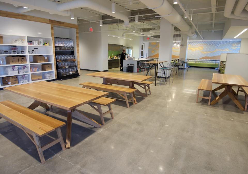 meja kantor, Inspirasi Meja Kantor Untuk Kamu Yang Butuh Ide Segar